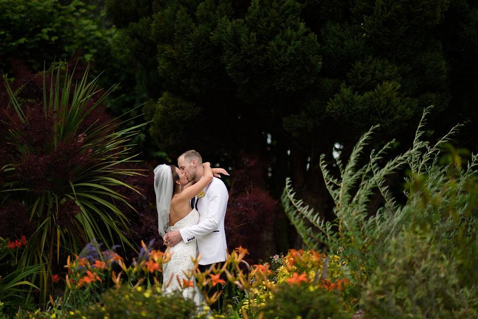 quendon hall wedding photos in summer